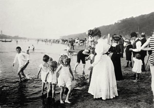 On the beach / Berlin-Wannsee / c.1907