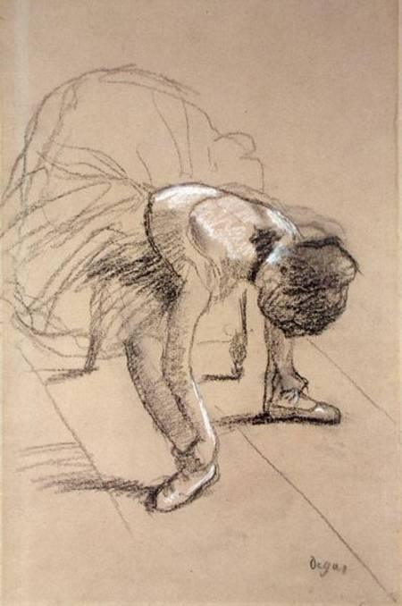 Reproducción impresa de  Seated Dancer Adjusting her Shoes