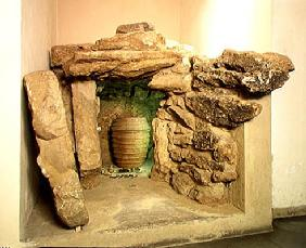 Reconstruction of an Etruscan tomb with an urn (stone)