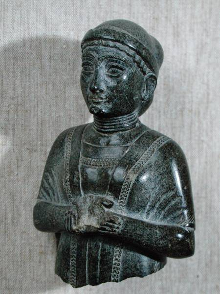 Titulo de la imágen Mesopotamian - Princess of the Gudea family, 'The Woman with the Shawl' from Telloh (ancient Girsu))