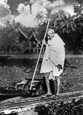 Le Mahatma Mohandas Karamchand Gandhi during salt