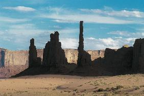 Totem polls, Monumant Valley National Park (photo)