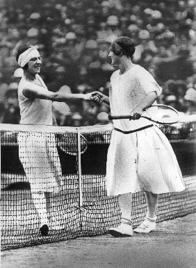 Women finalist of Wimbledon tennis Championship : miss Froy and Suzanne Lenglen