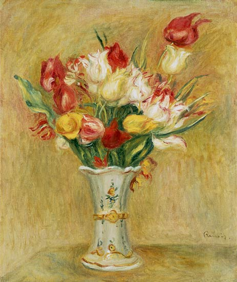 Ramo de tulipanes en un jarro blanco