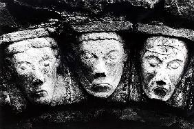 Carved stone heads, Eire
